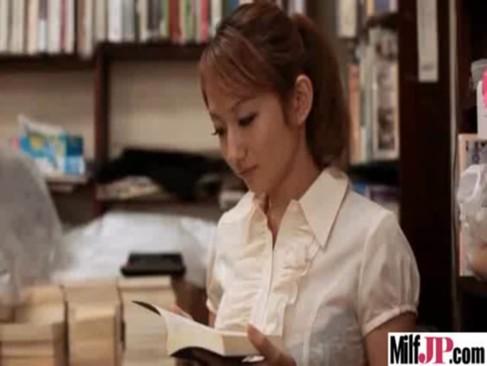 本屋さんで立ち読みしてたらそのままれイプされちゃう無臭生動画像無料