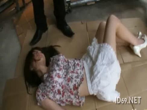 美少女を昏睡状態にして犯している白人美少女セツク動画像無料